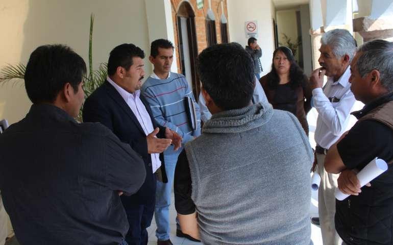 Integrantes del Ayuntamiento de Lardizábal analizan problemática de panteón de San Mateo