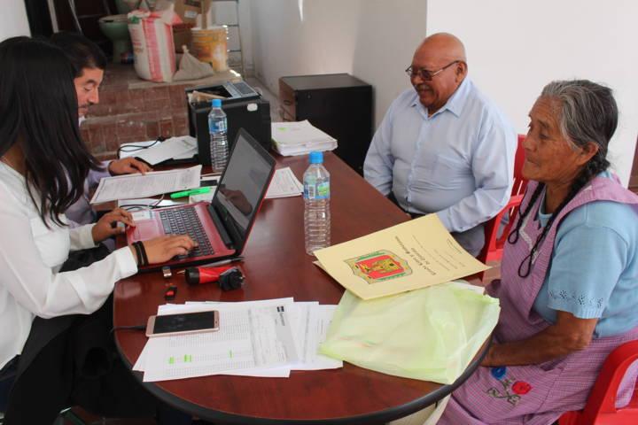 Ayuntamiento acerca programa de Fertilizantes y semillas a pobladores