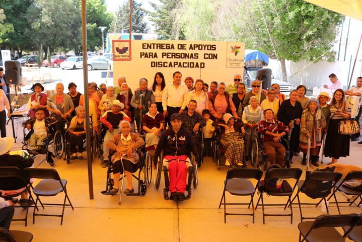 Entrega SMDIF de Chiautempan apoyos funcionales a 70 personas