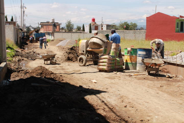 Se realiza obra de pavimentación en Matlalohcan Tetla De La Solidaridad