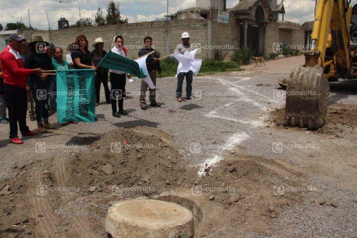 Alcalde pone en marcha obra de servicio básico en la calle Guerrero