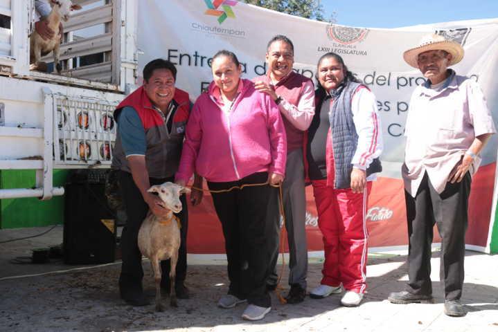 Alcalde realizó la 5ta entrega de ganado ovino apoyando a productores del municipio