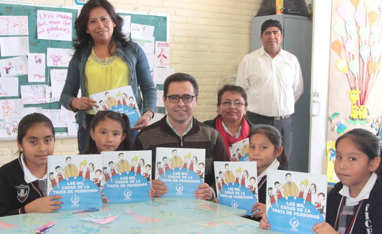 Entrega MCH a niños de Tenancingo libro con mensaje para prevenir la Trata