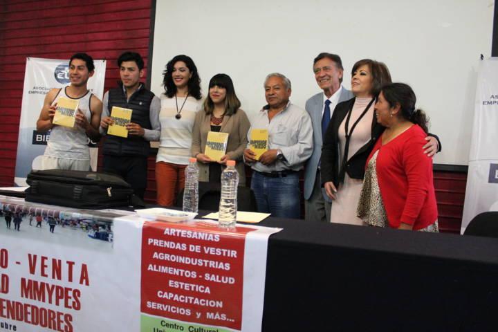 Presentan en la UATX libro: Emprende Sin Miedo