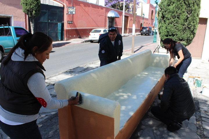 Personal de seguridad pública de Huamantla realiza trabajos de mantenimiento en plazuelas y áreas verdes