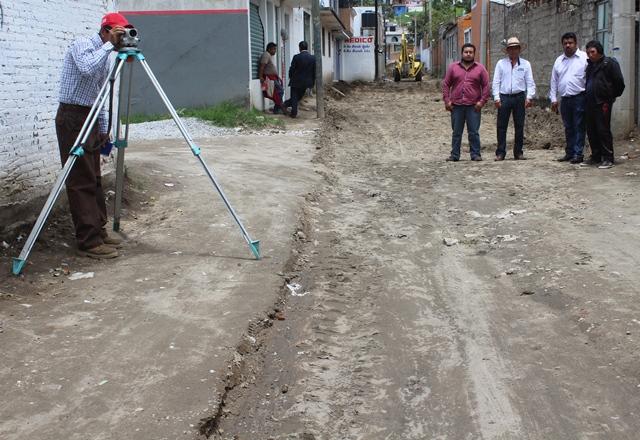 Presidente Municipal de Lardizábal supervisó obra en calle Pino Suárez