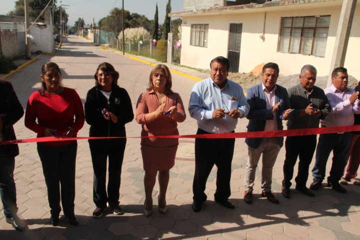 Una calle pavimentada trae progreso a los ciudadanos: Pluma Morales