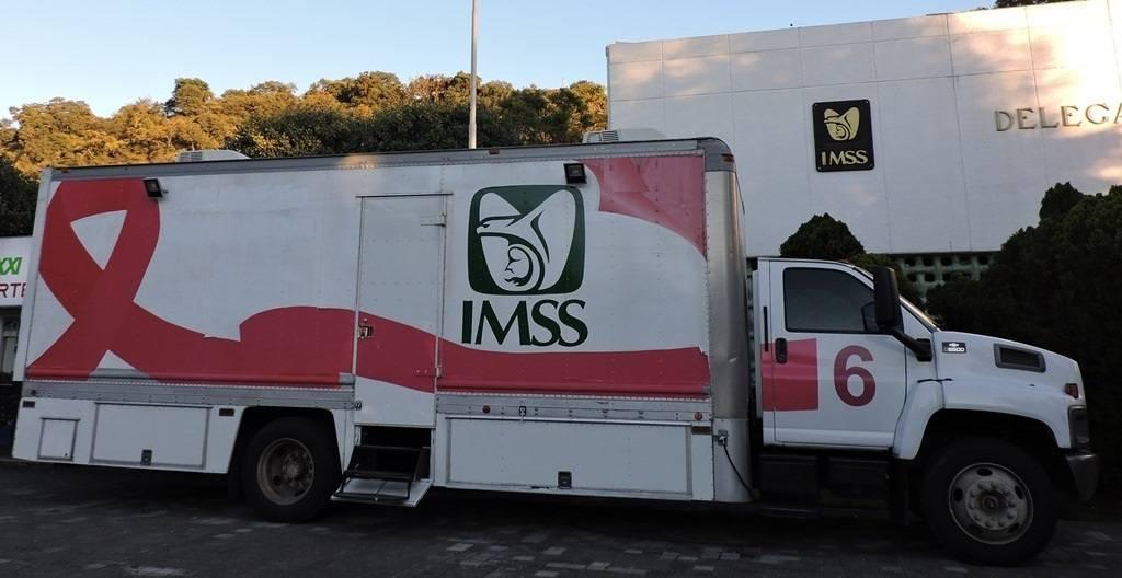 Invita IMSS a mujeres a realizarse mastografías en unidad móvil