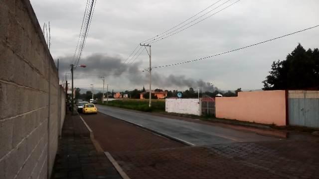 Arde presunta bodega de huachicol en la comunidad de Xocoyucan