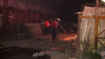 Controlan llamas en negocio de la vía corta de Chiautempan