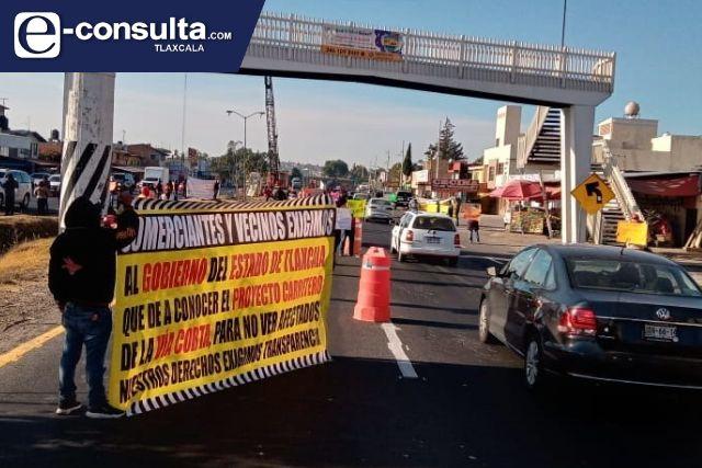 Comerciantes insisten en frenar la construcción de un puente en Apetatitlán