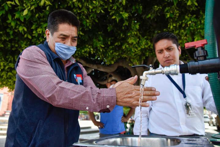 Instalan tinacos para lavado de manos en la capital del estado