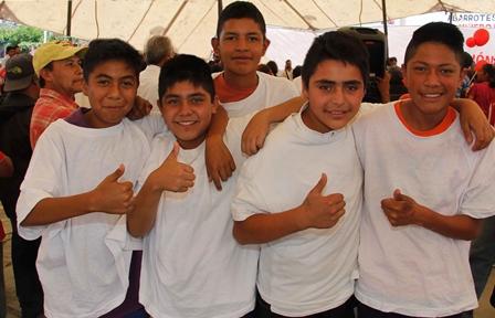 Atienden a más de 350 estudiantes con caravana transversal de servicios