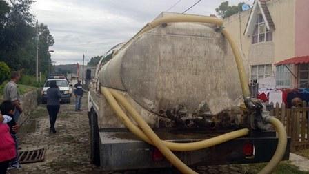 Abastece Ixtacuixtla agua potable a afectados por inundación
