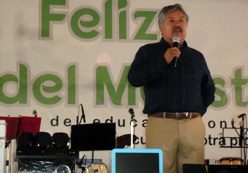 Celebra el alcalde de Ixtacuixtla a los maestros por su día