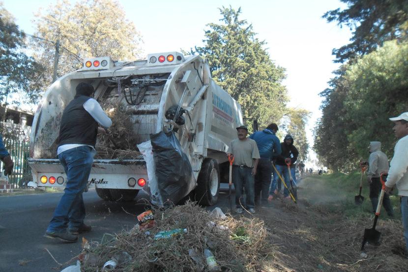 Realizan faenas de limpieza en caminos de Ixtacuixtla