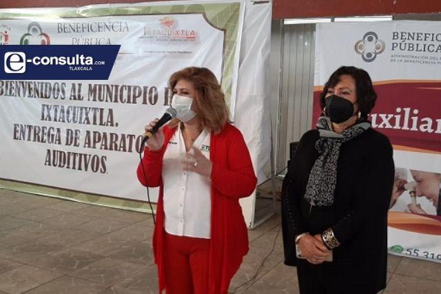 Beneficencia Pública en coordinación con el SMDIF de Ixtacuixtla realizan entrega de lentes y aparatos auditivos