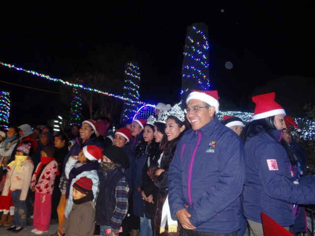 Más de 2 mil personas disfrutaron del Encendido de luces de la villa navideña de Ixtenco