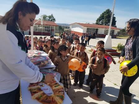 El DIF municipal llevó alegría a los niños en el Día de Reyes
