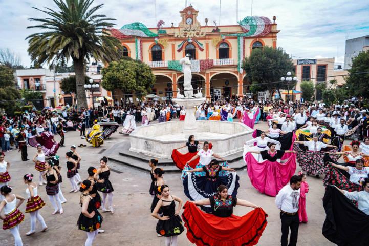 """Festejan este 16 de septiembre con el """"jarabe tapatío"""""""