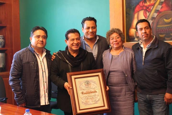 Entrega Congreso reconocimiento por su trayectoria artística al cantante  Jorge Domínguez