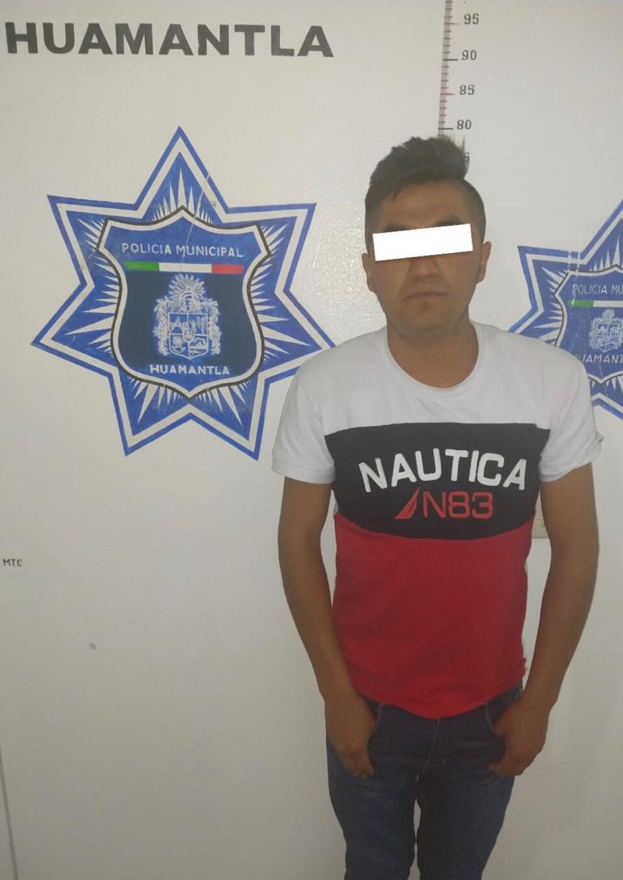Policía de Huamantla asegún a sujeto en flagrancia por robo a comercio
