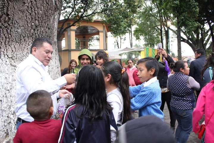 Con juegos gratuitos, regalos e inflables concluye Feria Apetatitlán 2017