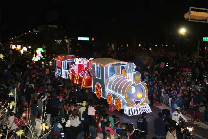 Disfrutan 7 mil personas desfile de Reyes Magos en Apizaco