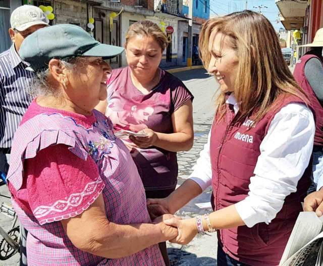 Lorena Cuellar compromete pensiones mensuales a los adultos mayores