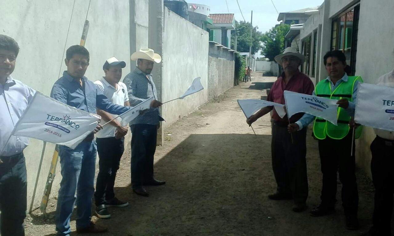 Néstor Escobar da banderazo de inicio de obra en la Aurora
