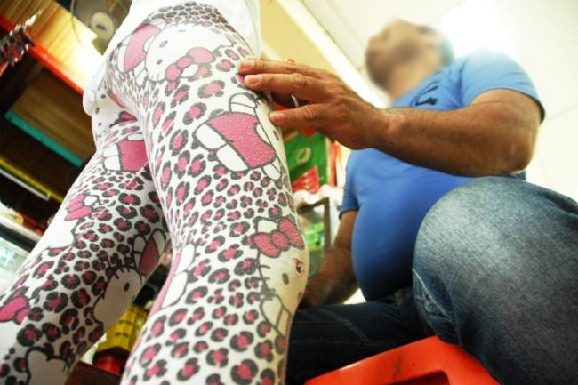 Detienen a viejito degenerado tras manosear a su nieta de siete años de edad