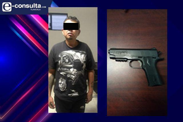 Detienen en Acuitlapilco a una persona con una réplica de arma de fuego