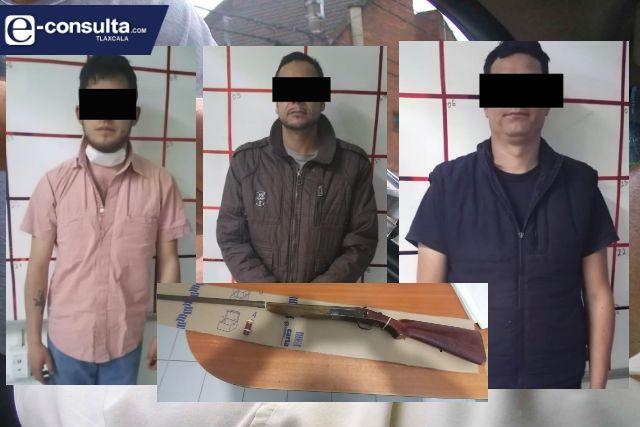 La SSC detiene en Tlaxco a tres personas y asegura arma de fuego