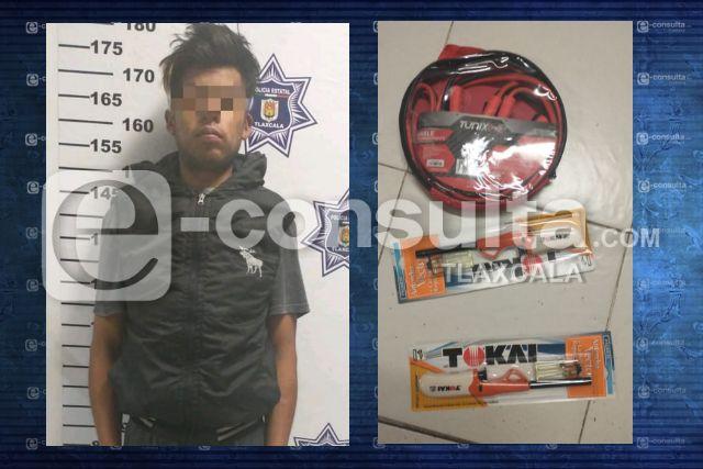 Detienen a sujeto robando dentro del Aurrera de Loma Florida