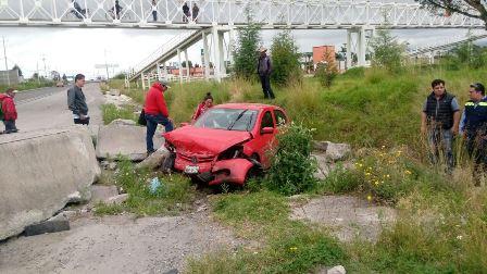 Deja un lesionado volcadura en libramiento Apizaco Huamantla