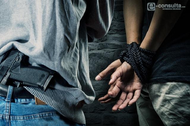 Comando armado amarran a familia roban 200 mil pesos y 4 coches en Zitlaltepec