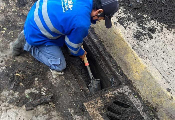 Retira más de 16 toneladas de tierra y lodo en calles de la capital