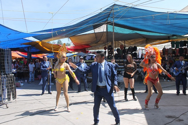 Graban videoclip en Tianguis Sabatino de la capital
