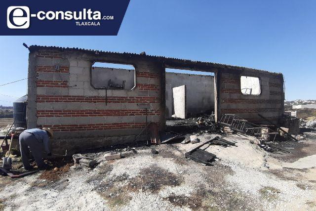 Vivienda arde en llamas en el municipio de Tenancingo