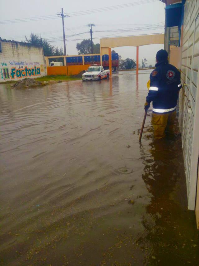Protección Civil municipal atiende emergencia por lluvias