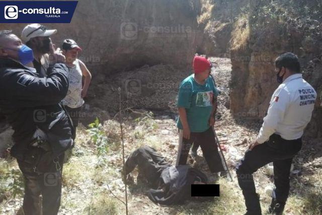 Rescatan a un hombre en el fondo de una barranca de Chiautempan