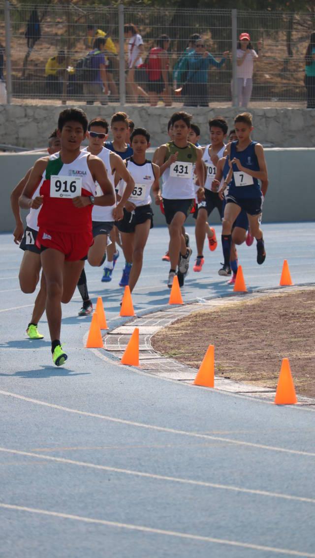 Ganan plata Gabriela Carro y Ezequiel Hernández en el atletismo de Olimpiada Nacional