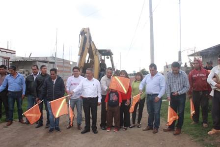 Alcalde de Mazatecochco mejora imagen de la privada 5 de Mayo