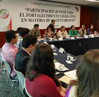 Sostiene Palafox diálogo con jóvenes sobre cambio climático