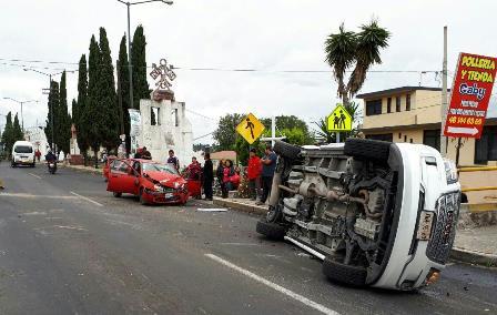 Sufre fuerte accidente vial hijo del ex alcalde de Zacatelco