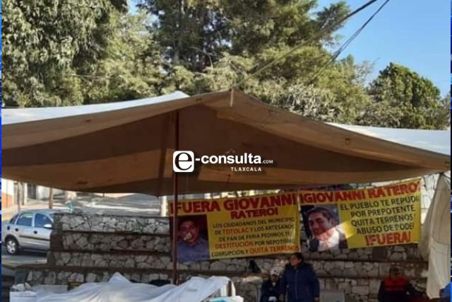 Manifestantes de papel, mantienen tomada la alcaldía de Totolac