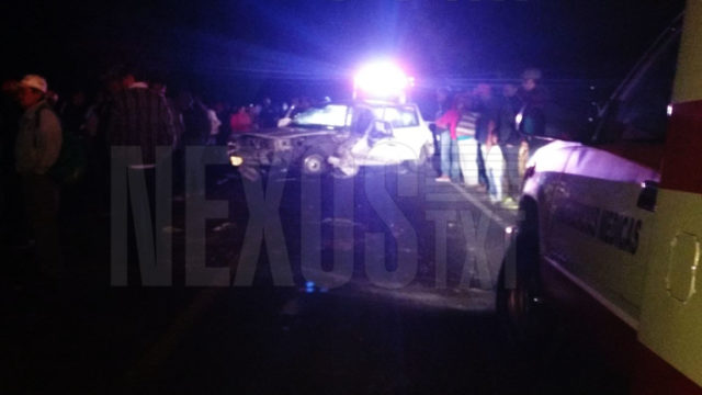 Automóvil choca contra tractor en Ixtacuixtla