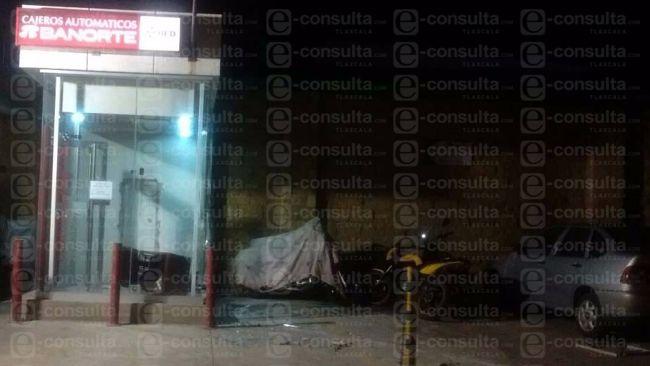 Comando armado asalta un cajero automático en Tetla