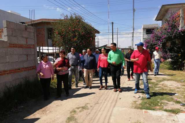 Jesús Herrera entrega casi 1 mdp en obras de primera necesidad