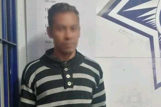 Detiene policía de Apizaco a sujeto por agresión a mujer